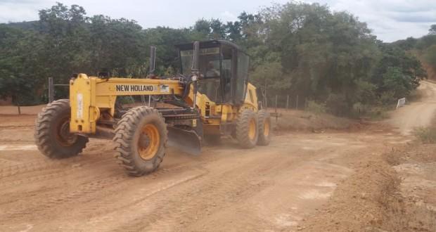 Prefeitura de São João das Missões recupera estradas e leva infraestrutura à zona rural
