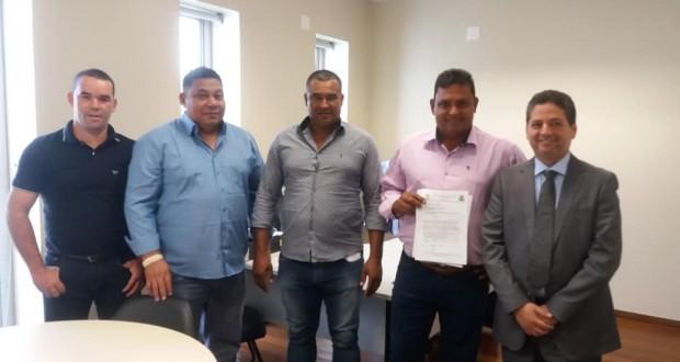 Prefeitura de São João das Missões apresenta reivindicações municipais ao deputado estadual Zé Reis