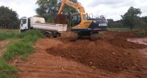 Prefeitura de São João das Missões recupera estradas e leva infraestrutura as comunidades de Coqueiro e São Bernardo